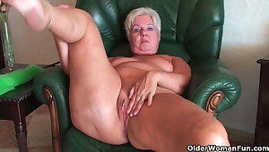 Bubble butt granny Sandie spreads old pussy (compilation)
