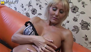 Hot British cougar mom playing down her pussy
