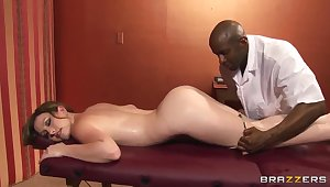 Jennifer White has some fun about a jet masseur