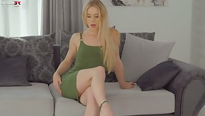 Automated blonde Alecia Fox feels great about persiflage her holes in a sensual way